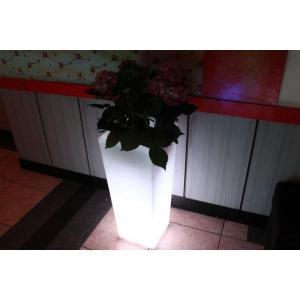 Macetero luminoso LED 32x32x74 de Pools and Tools